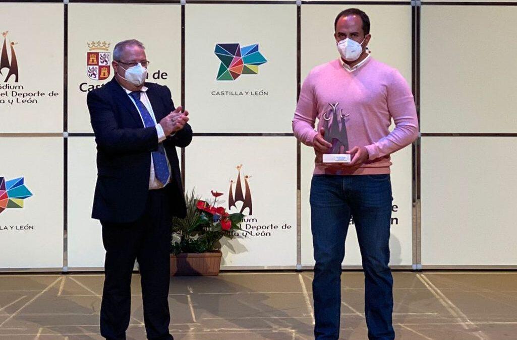 VÍCTOR RUBIO RECIBE EL PREMIO PODIUM DE CASTILLA Y LEÓN COMO MEJOR ENTRENADOR